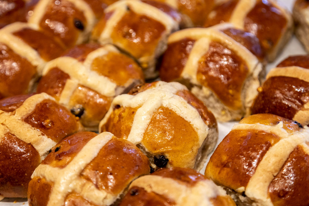 EASTER BAKING: HOT CROSS BUN RECIPE